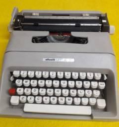 Máquina de escrever portátil OLIVETTI LETTERA