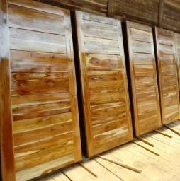 Porta de madeira de teca