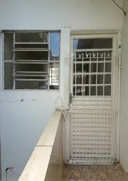 Aluga-se casa na Rua Cachoeira, N592, Bairro da Imbiribeira, Recife - PE.