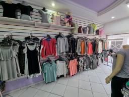 Título do anúncio: Vende se estoque de loja de roupa, manequins cabides e roupas variadas
