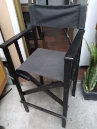 Cadeira retrátil alta.