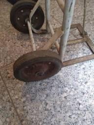 Carrinho de entrega com rodas maciça,seminovo contato: *Rodrigo