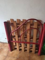 Cama solteiro de ferro , acompanha colchao usado.