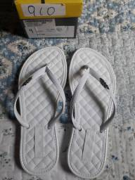 Chinelo branco tamanho 35 36 por 15 reais