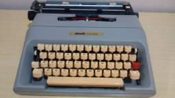 Máquina de escrever Olivetti.