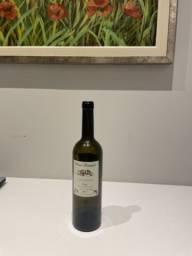 Garrafa de vinho tinto vazia