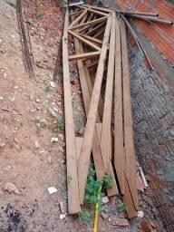 Vendo tesouras de medeira, telhas e grades para janelas.
