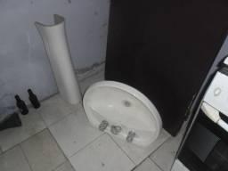 Pia para banheiro com torneiras