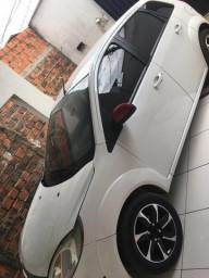 Fiesta hatch 1.6 whats: - 2013