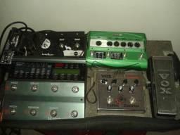 Pedaleira e pedais: Tc Electronic Nova System, Vox Bulldog Distorção e Line 6 DL4 (Delay).