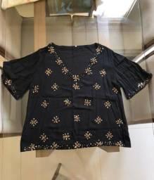 Blusa de viscose com detalhes em pedrinhas