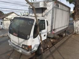Caminhão Gmc 7110 ano 2001 Baú frigorifico 3/4 truck modelo Vuc aceito cartão - 2001