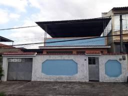 Linda Casa Totalmente Independente com 4 Quartos e 3 Vagas de Garagem e Terraço