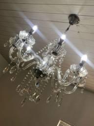 Lustre de cristal com lâmpadas