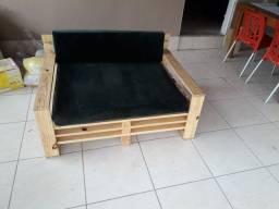 Sofa de pallet com almofadas
