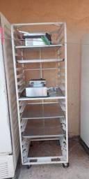 Armário para pães com tabuleiros