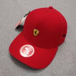 Boné Ferrari