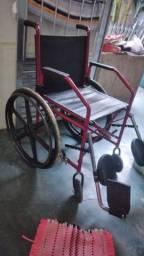 Cadeira de rodas com elevação das pernas