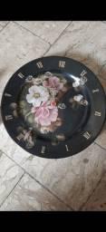 Relogio lindo em porcelana