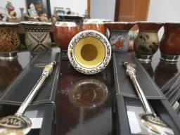 Cuias e bombas de chimarrão de prata e ouro