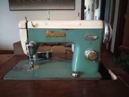 Máquina de Costura Antiga Leonam De Luxe
