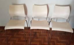 3 cadeiras brancas São Carlos SP
