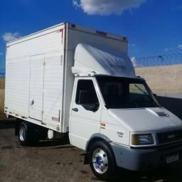 Está caminhão  iveco daily  mod.7012 ano 2005