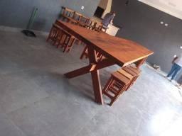 Mesa em Peroba Rosa