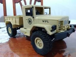 Automodelo WPL com upgrades
