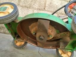 moto serra e maquina de cortar grama