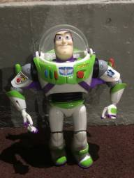 Vendo boneco buzzlaythir usado