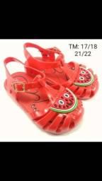 Sandália infantil modelo aranha PVC