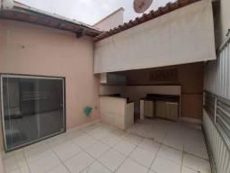 Casa de condomínio para venda tem 200 metros quadrados com 3 quartos