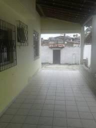 Casa grande com 3 quartos em Nova Dias Davila e bastante Area verde