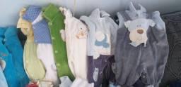 Lote de roupas de bebê menino