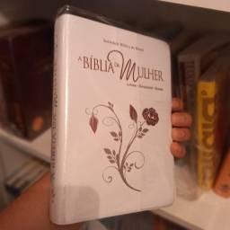 Bíblia De Estudo Da Mulher Bordas Floridas Média