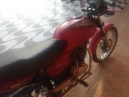 Moto Titan em perfeito estado de conservação. - 2004