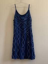 Vestido curto azul com pedras