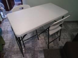 Conjunto de Mesa Dobrável c/ Regulagem de Altura c/ Duas Cadeiras Dobráveis. Novo!