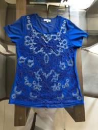 Blusa azul bordada