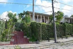 Casa em área arborizada em estilo rustico em Campina Grande