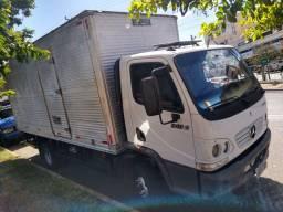 Caminhão Accelo 915C baú completo