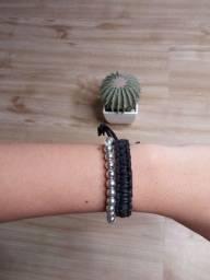 Vendo pulseiras e colares