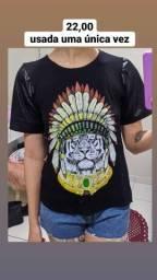 T-shirt com manga couro fake