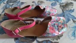 Título do anúncio: Sandália infantil floral e rosa tam 33