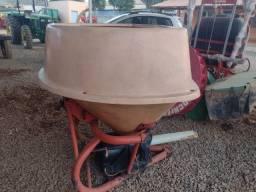 Título do anúncio: semeadora adubadeira  vicon PS603  com Pendulo consevada