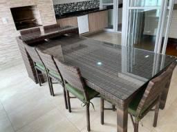Mesa com 6 cadeiras lindas