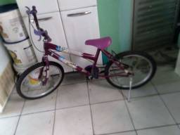 Vende bicicleta fememina
