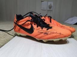 Chuteira Nike T90