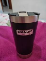 Copo Stanley com tampa